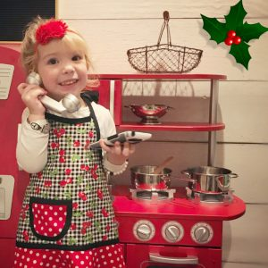 mother daughter play kitchen