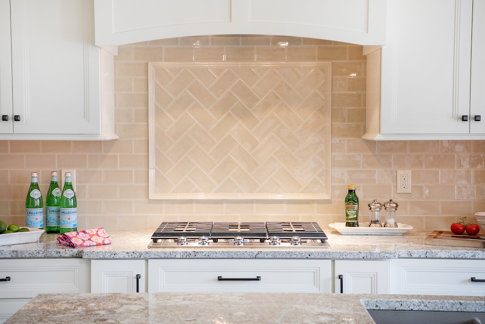 artistic backsplash to encourage tidy habits